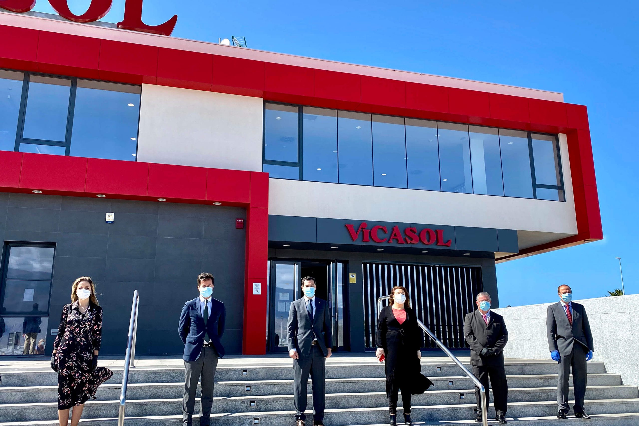 Vicasol recibe la visita del presidente de la Junta de Andalucía para conocer la nueva sede en El Ejido