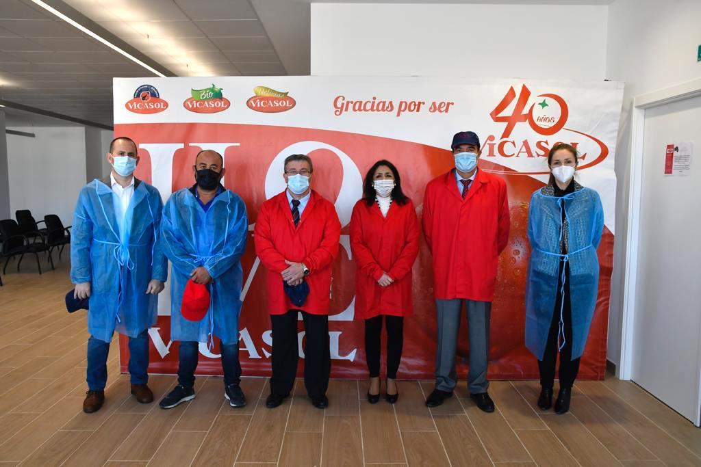 """La presidenta del Parlamento andaluz afirma que Vicasol es un ejemplo de """"innovación, crecimiento y calidad"""""""